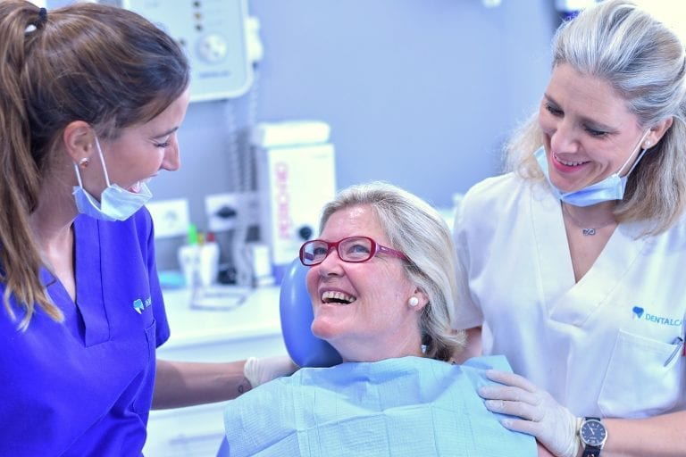 Equipo Dentalcalá con paciente